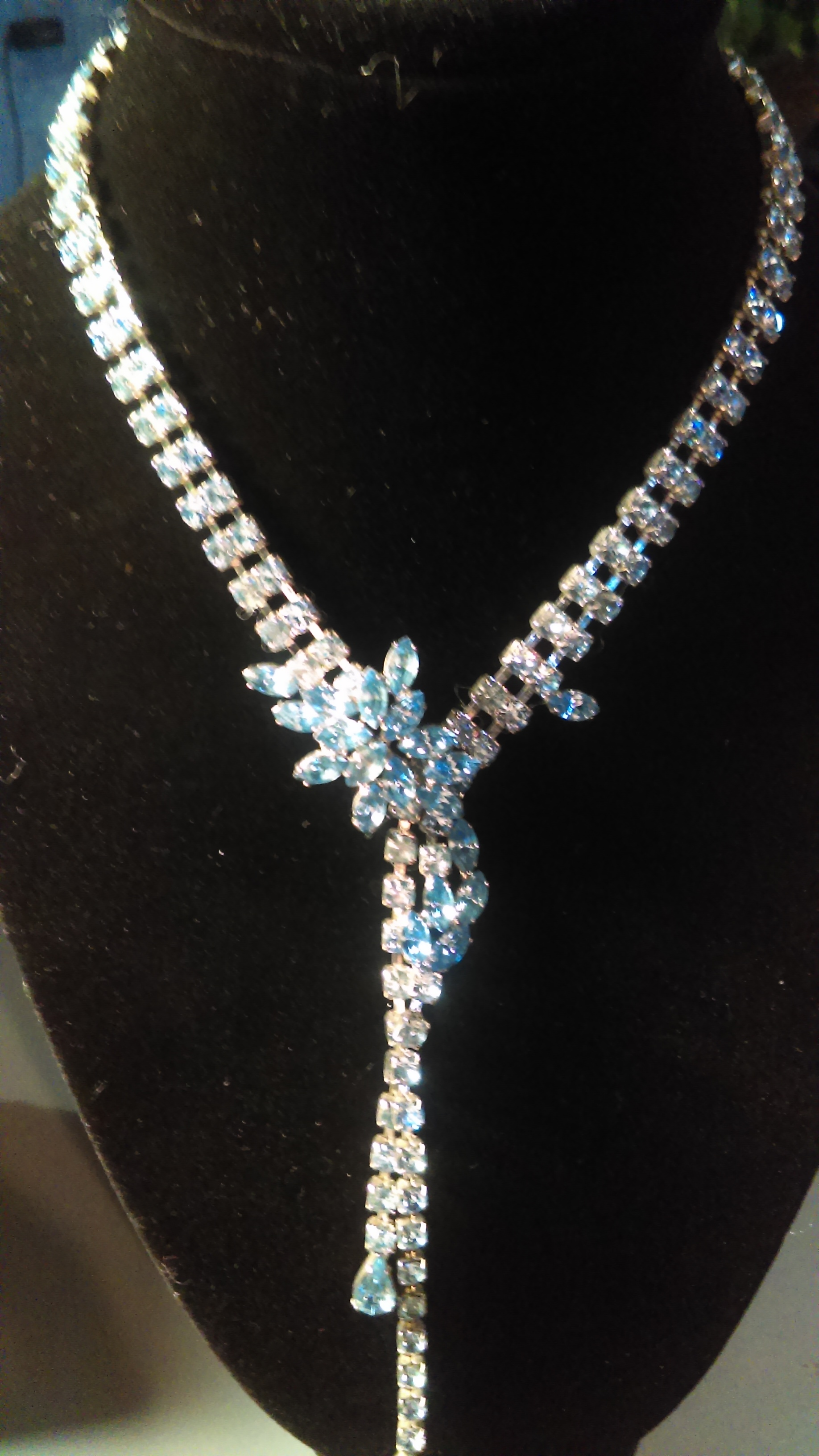 Neclace with swarovsky elements